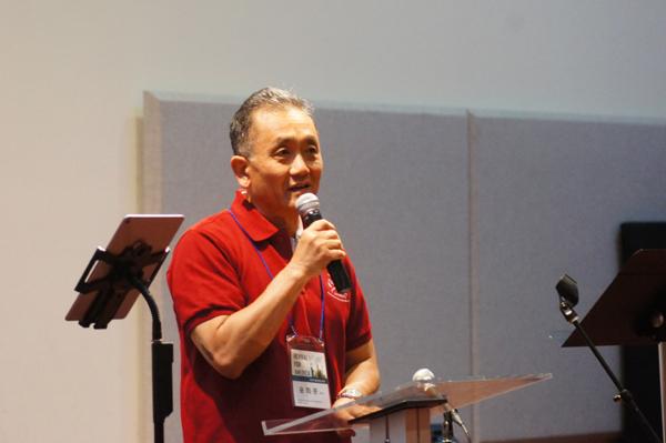 워싱턴DC 지역에서 참석한 윤희문 목사가 메시지를 전하고 있다.